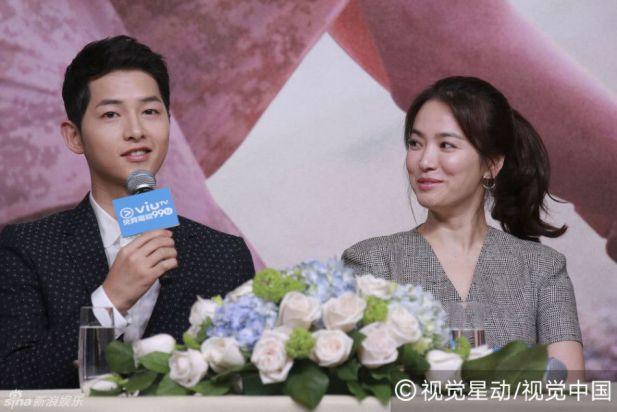 宋仲基、宋慧乔出席在香港举行的《太阳的后裔》记者发布会