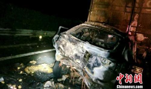 京昆高速成雅名山段发生一起交通事故8人遇难