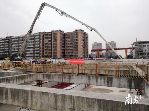 好消息!广州地铁八号线北延段聚龙站顺利封顶