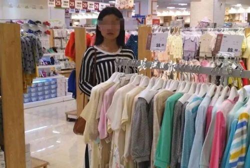 女童超市里被陌生人推走,又是认错孩子?警方回应