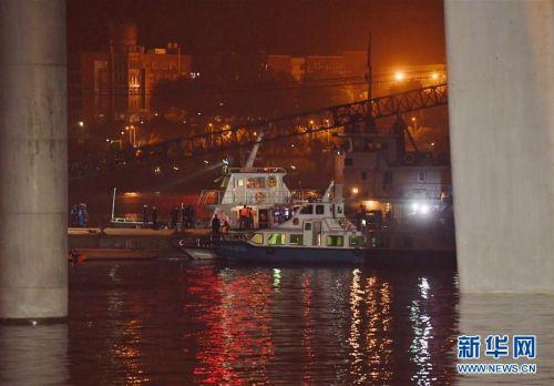 重庆万州公交车坠江:车辆位于水下约68米处