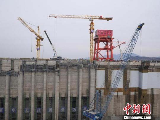 丰满水电站原大坝不日爆破 新坝明年5月投入使用